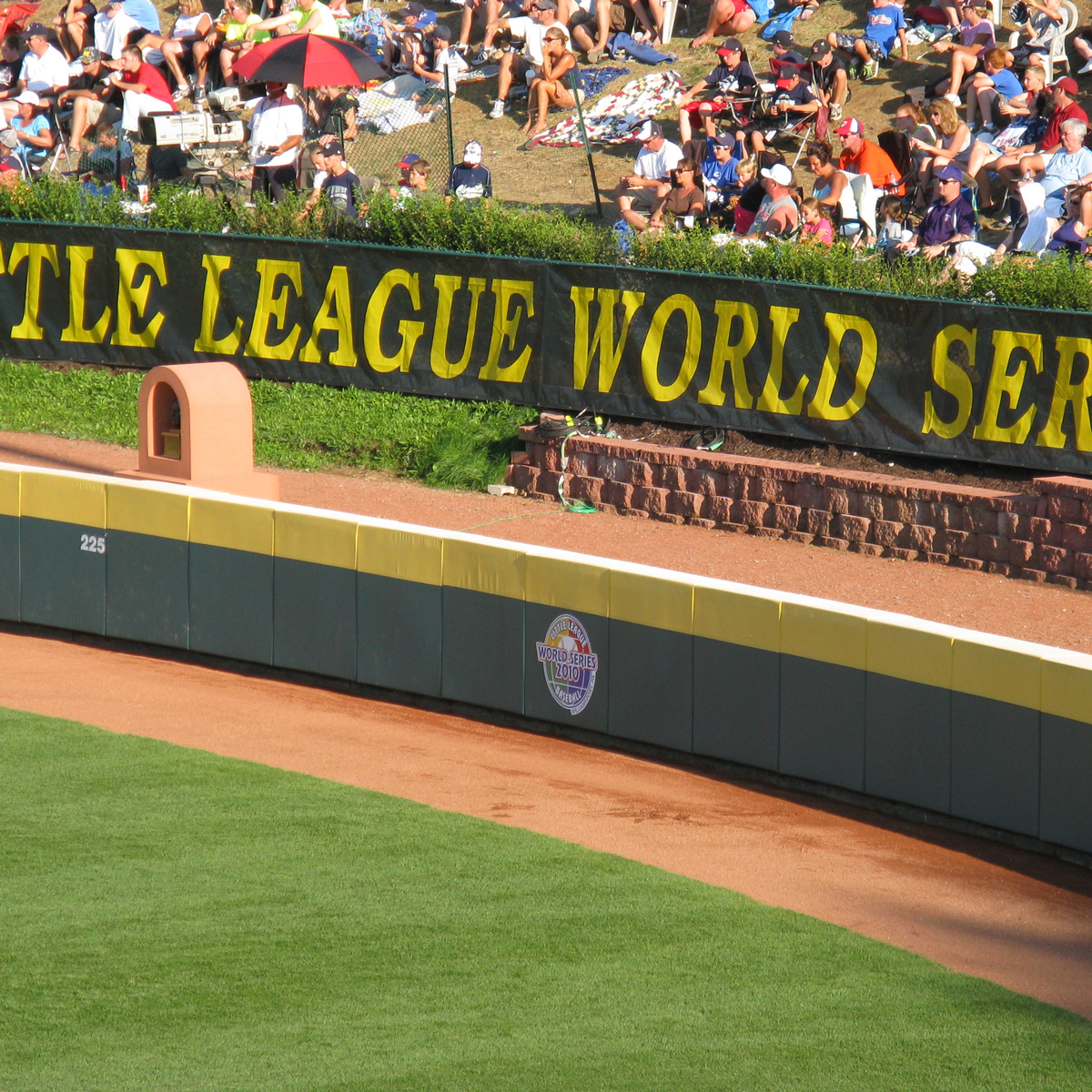little league world series outfield fence top padding by mancino