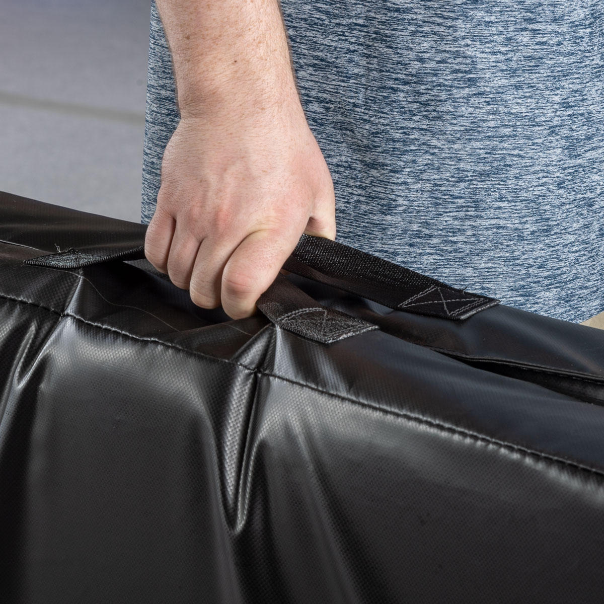carry handles on a stunt suitcase mat by mancino